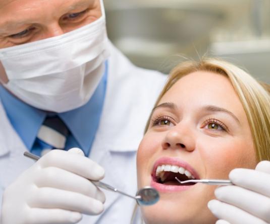 Zahnarzt Ulm: Asthetische Zahheilkunde und Implantologie